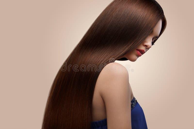 haar Portret van mooie vrouw met lang bruin haar Hoge qua stock foto's