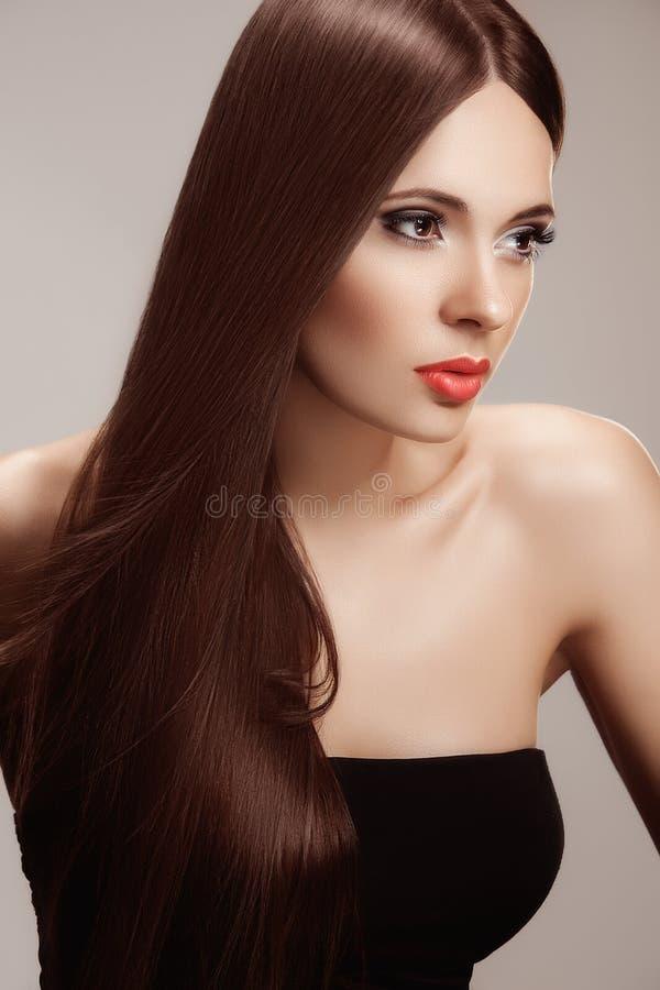 Haar. Portret van Mooie Vrouw met Lang Haar. stock afbeelding