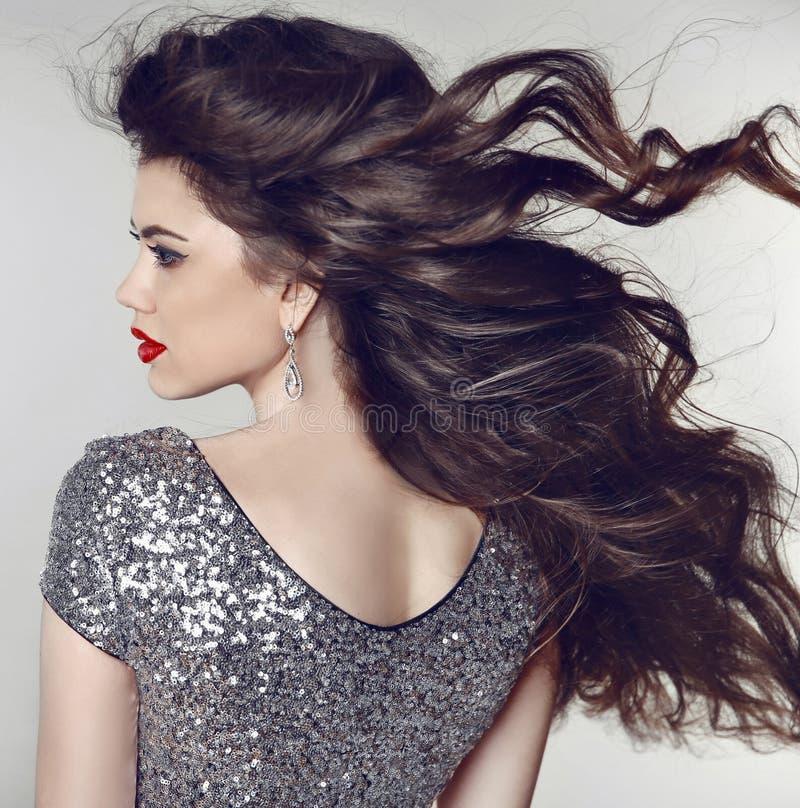 haar Schönes vorbildliches Mädchen mit gesunder langer gewellter glänzender Haar-ISO lizenzfreie stockfotos