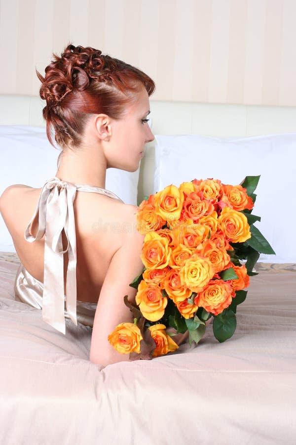 Download Haar und Rosen stockfoto. Bild von kissen, orange, luxus - 9087164