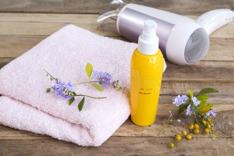 Haarpflegeseifen für geschädigte Haare, Trockner und Frottiergewebe, Schönheits- und Haarhaare lizenzfreie stockbilder