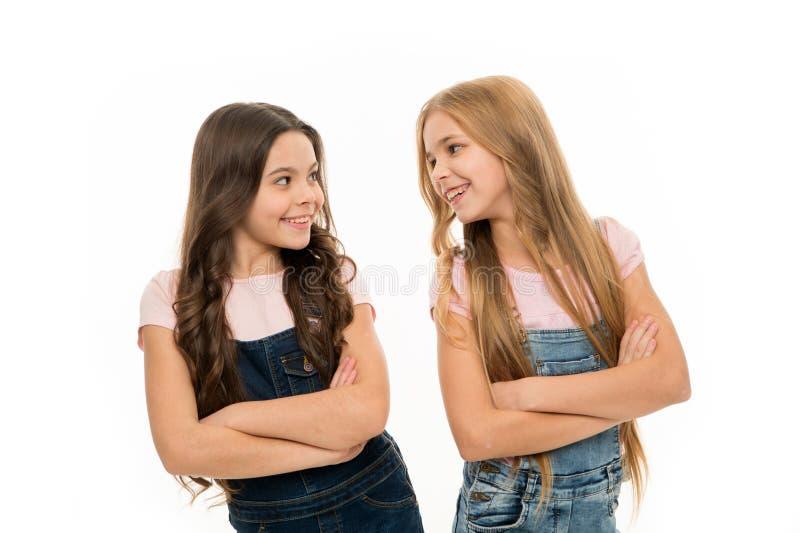 Haarpflegespitzen und Berufsbehandlung Weibliches Attribut des langen Haares Mädchen lassen normalerweise ihr Haar lang wachsen f stockfotografie