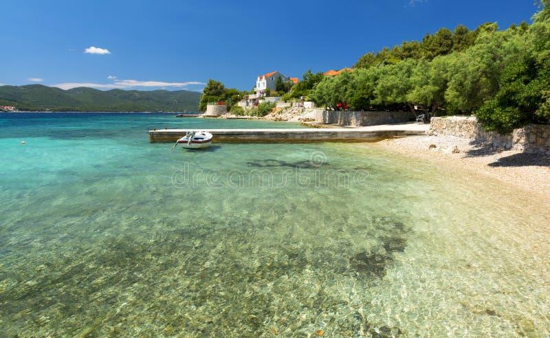 Haarscharfes adriatisches Meer in Orebic auf Peljesac-Halbinsel, Dalmatien, Kroatien lizenzfreie stockfotografie