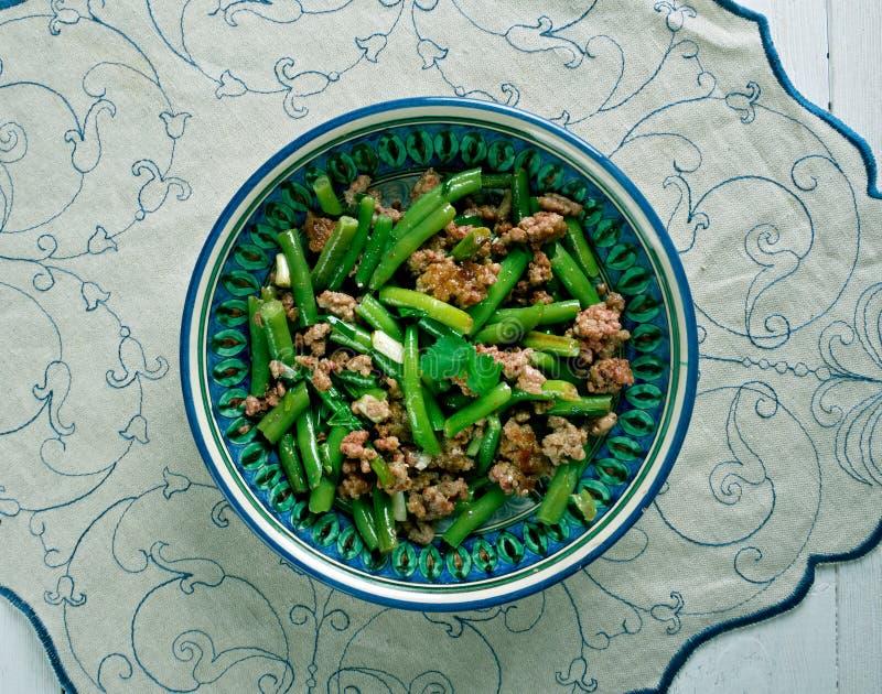 Habas verdes blandas con la carne foto de archivo