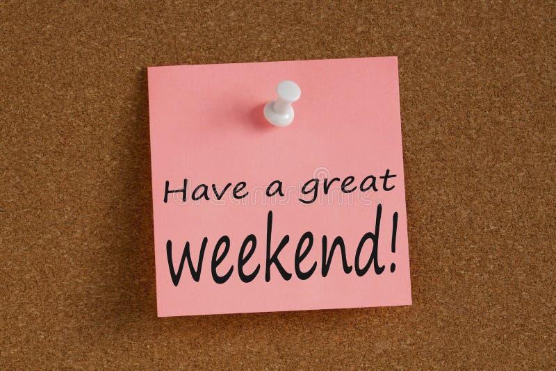 Haben Sie ein großes Wochenende geschrieben auf Anmerkung stockfotografie