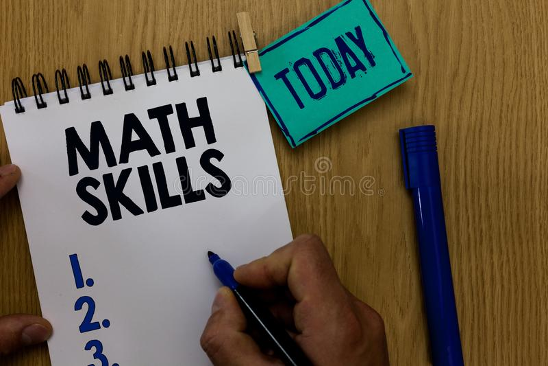 Habilidades de la matemáticas del texto de la escritura de la palabra El concepto del negocio para que el comenzar aprenda cómo c fotografía de archivo libre de regalías