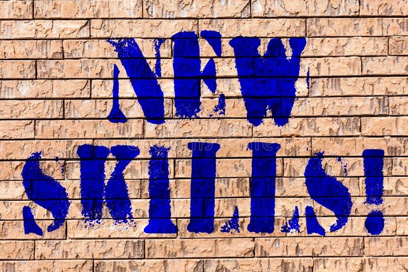 Habilidades del texto de la escritura nuevas El concepto que significaba recientemente adquirió arte docto de la pared de ladrill stock de ilustración