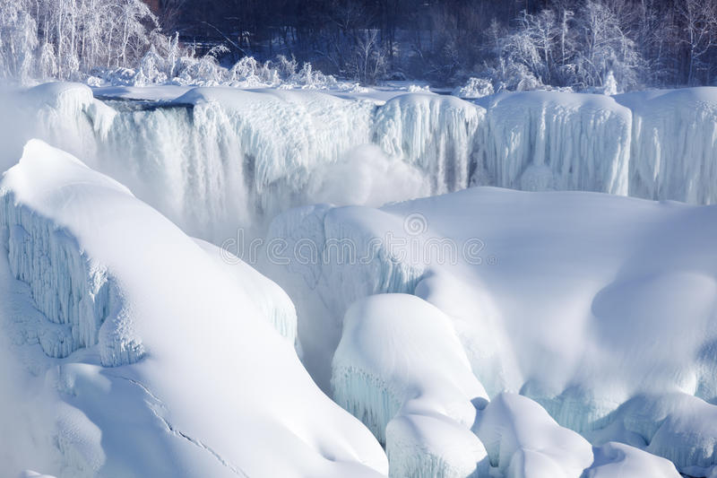 Habillage de glace des chutes du Niagara, hiver de 2015 photo stock