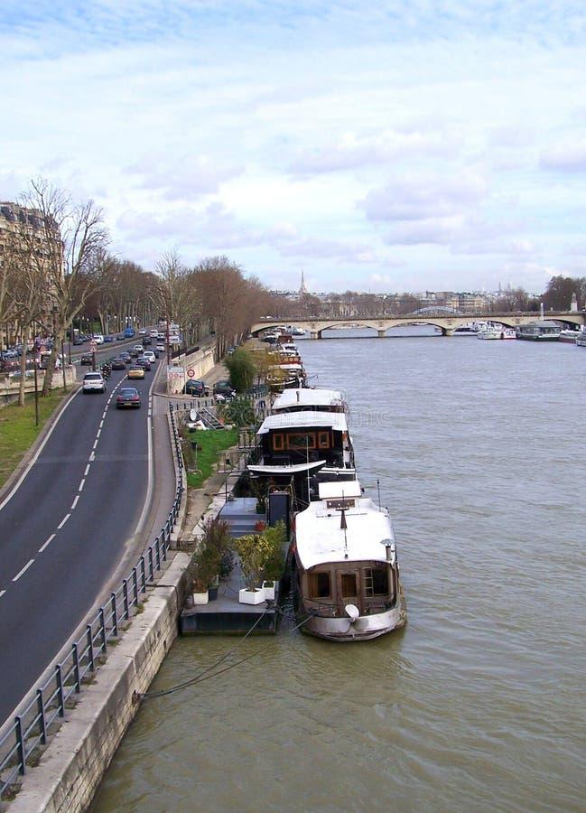Habitable fartyg på Seine River royaltyfria foton