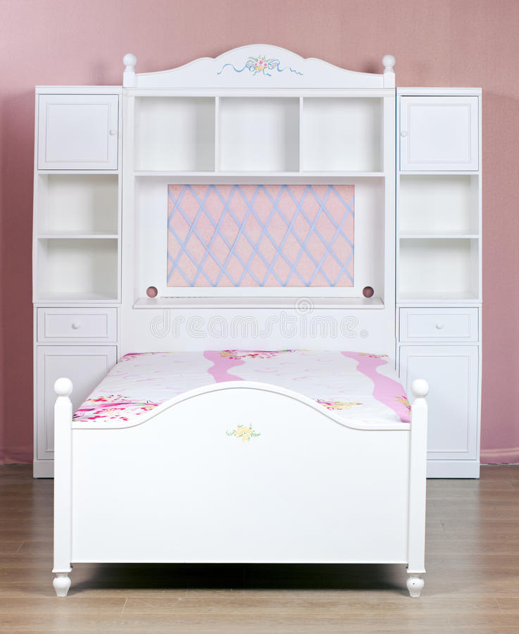 Habitación de dormitorio de madera blanca imagen de archivo libre de regalías