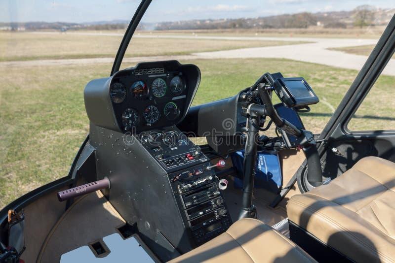Habitacle d'hélicoptère sur la terre photo stock