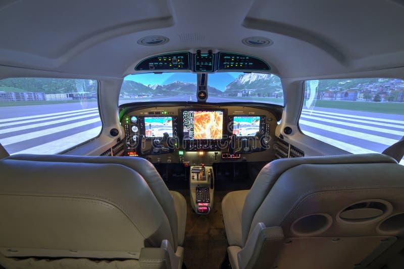 Habitacle de simulateur de vol de Piper Meridian chez Kunovice photos libres de droits