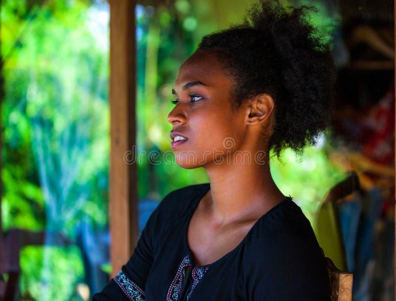 Habitant des îles du Pacifique mélanésien photo stock