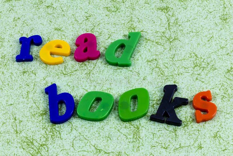 Habitude de lecture lue de livres d'histoire apprenant l'éducation de succès image libre de droits
