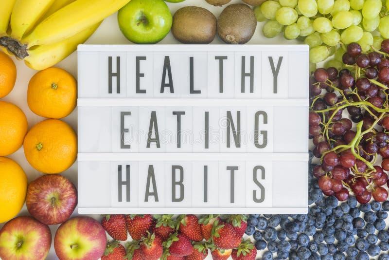 Habitudes alimentaires saines avec le fruit photographie stock