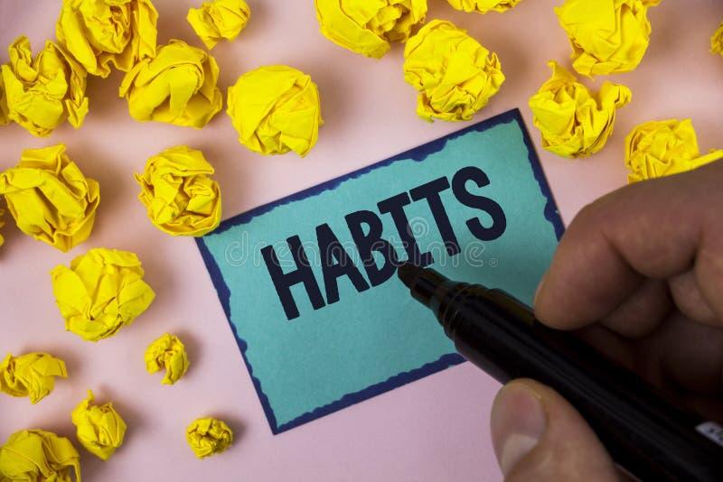 Habitudes des textes d'écriture de Word Concept d'affaires pour le modèle de comportement habituel courant régulier de façons de  photos libres de droits