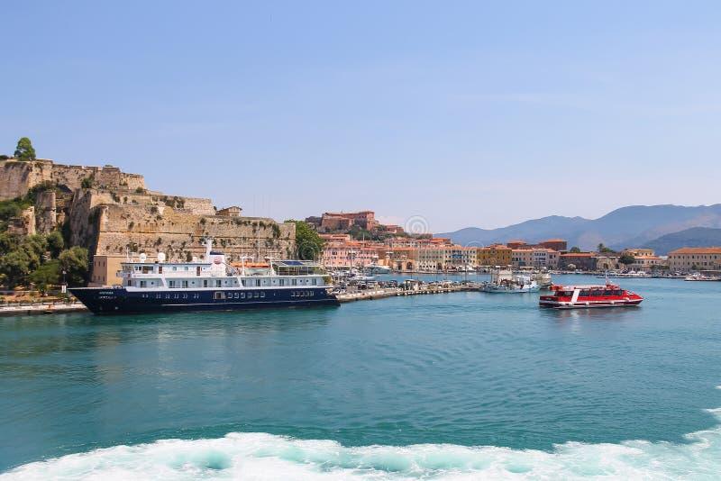 Habour di Portoferraio dal mare, isola di Elba, Toscana, Italia immagini stock libere da diritti