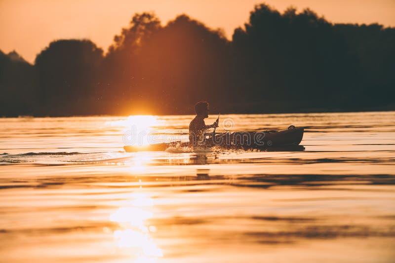 Hacer frente a la mejor puesta del sol imágenes de archivo libres de regalías