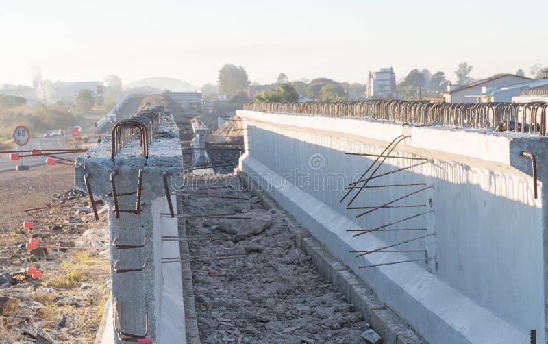 Haces concretos para el viaducto 01 del camino foto de archivo