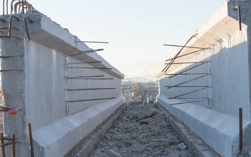 Haces concretos para el viaducto 5 del camino foto de archivo