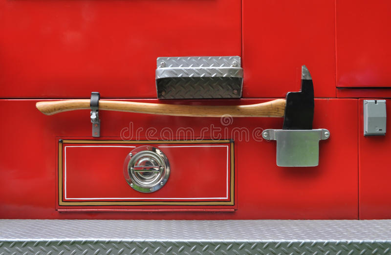 Hacha en un coche de bomberos imágenes de archivo libres de regalías