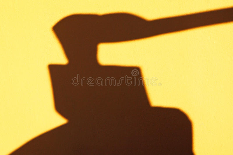 Hacha y verdugo, sombra del bloque de s fotografía de archivo