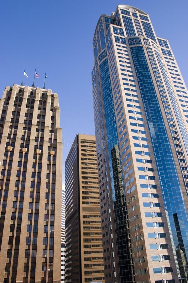 Hacia el centro de la ciudad alta subida fotografía de archivo