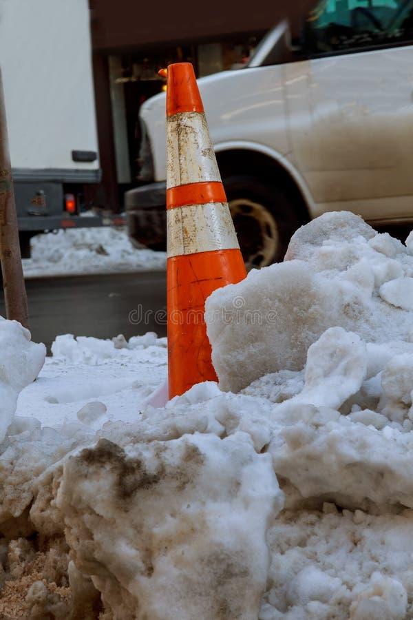 Hacia fuera borrosa calle en NUEVA YORK la tormenta del invierno, causando retrasos de vuelo y problemas de tráfico imágenes de archivo libres de regalías