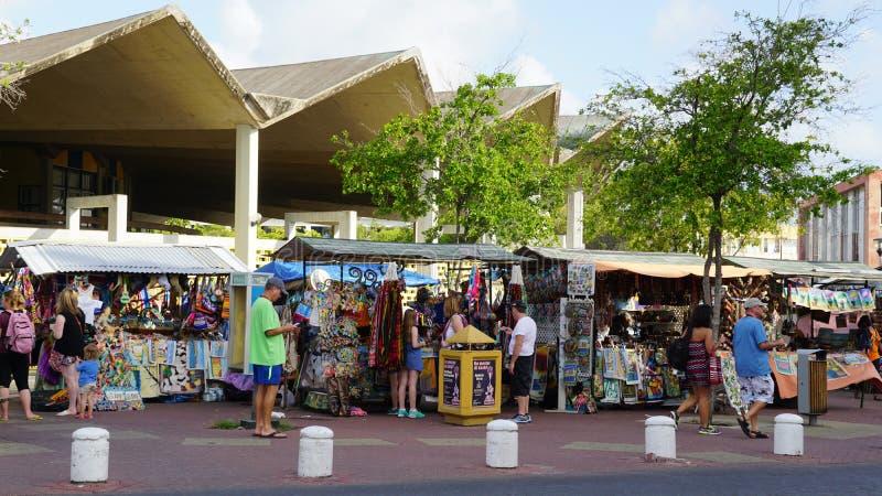 Haciendo compras en Willemstad, Curaçao imágenes de archivo libres de regalías