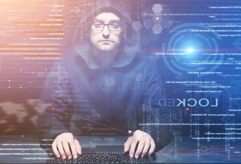 Hacker bei der Arbeit stockbilder