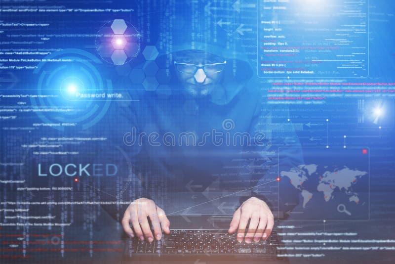 Hacker bei der Arbeit lizenzfreie stockfotos