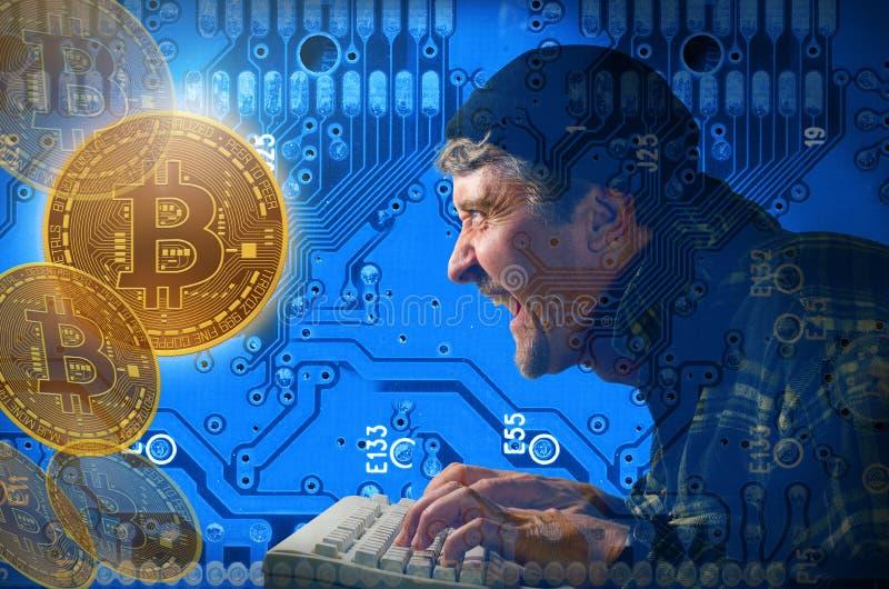 Hacker de computador que rouba e que mina Bitcoins no Internet fotografia de stock royalty free