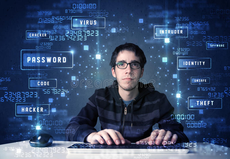 Hacker, der in der Technologieumwelt mit Cyberikonen programmiert stockbild