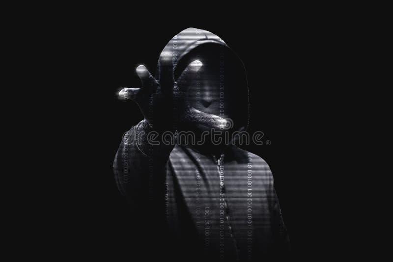 Hacker in der schwarzen Hoodiestellung mit offenen Palmen berühren das digitale binär Code lizenzfreie stockfotografie