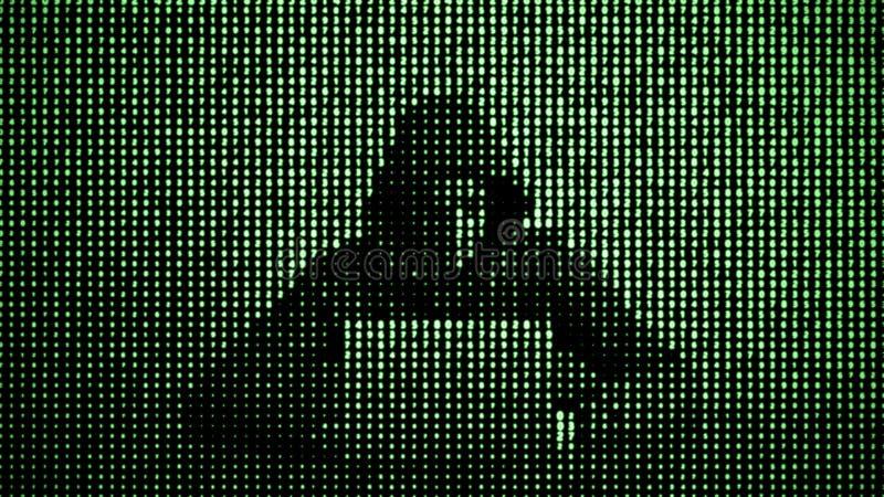Hacker im Datensicherheitskonzept Hacker, der Laptop verwendet Zerhacken des Internets Cyberangriff lizenzfreies stockfoto
