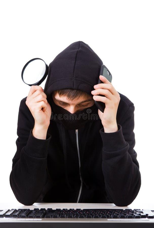Hacker mit einer Tastatur stockfotografie