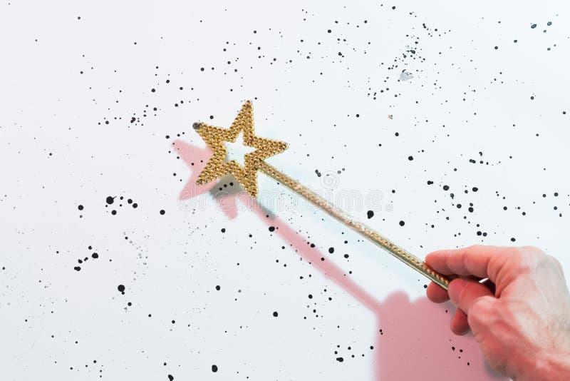 Hada mágica de la vara de la estrella del oro mágico del día de fiesta fotos de archivo