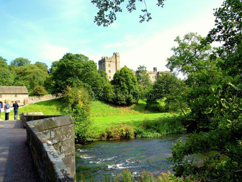 Haddonzaal en riviery, Derbyshire stock fotografie