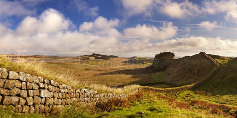 Hadrian的墙壁,在清早光的Housesteads堡垒附近 图库摄影