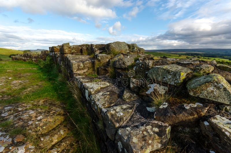 Hadrian` s Muur bij Walltown-Steile rotsen royalty-vrije stock foto