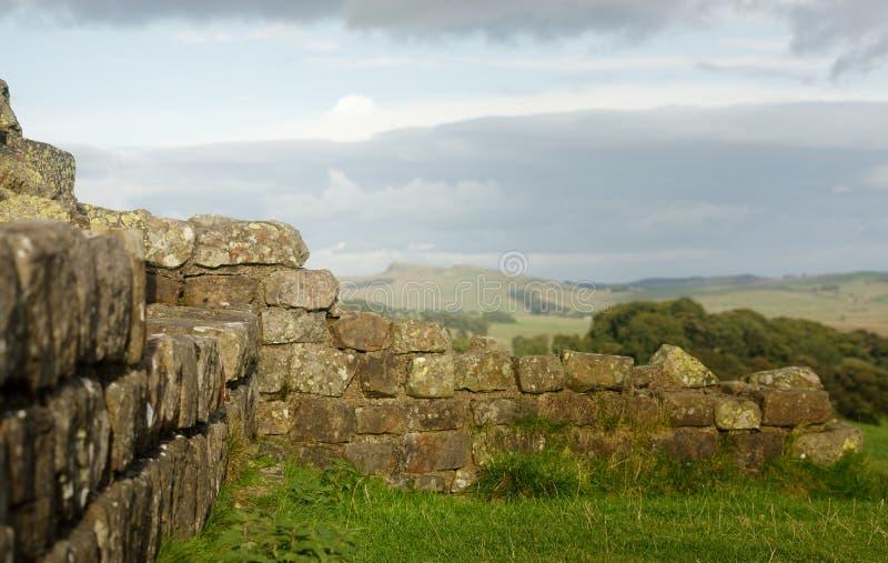 Hadrian` s Muur bij Walltown-Steile rotsen stock afbeeldingen