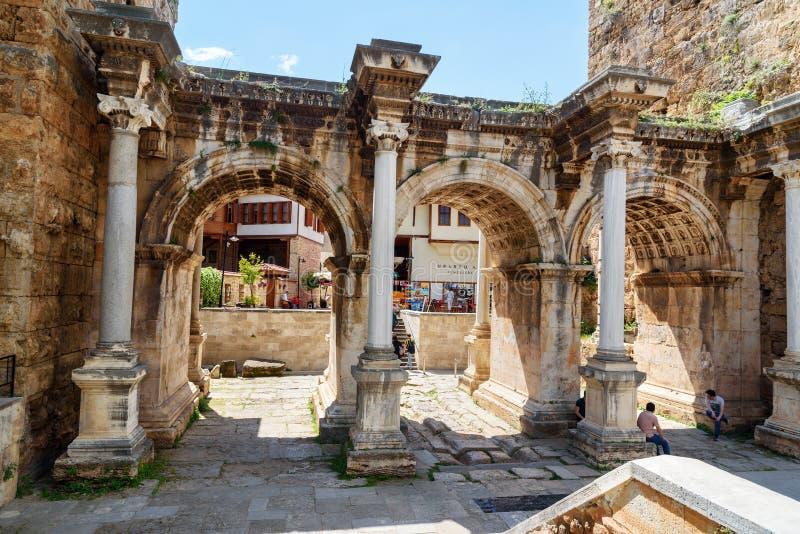 Hadrian` s Poort in oude stad van Antalya Turkije stock foto's