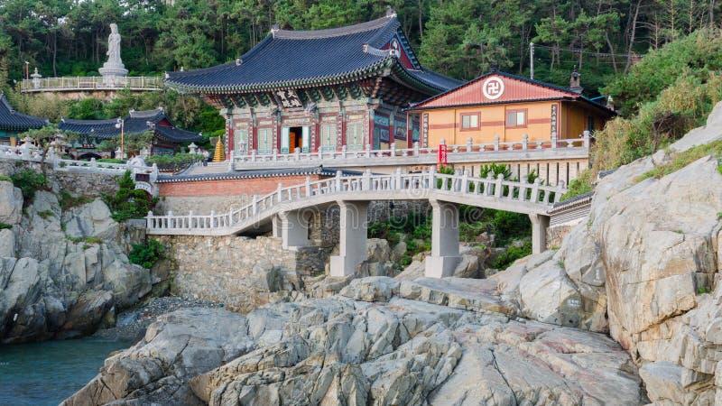 Haedong Yonggungsa寺庙在釜山,韩国 免版税库存图片