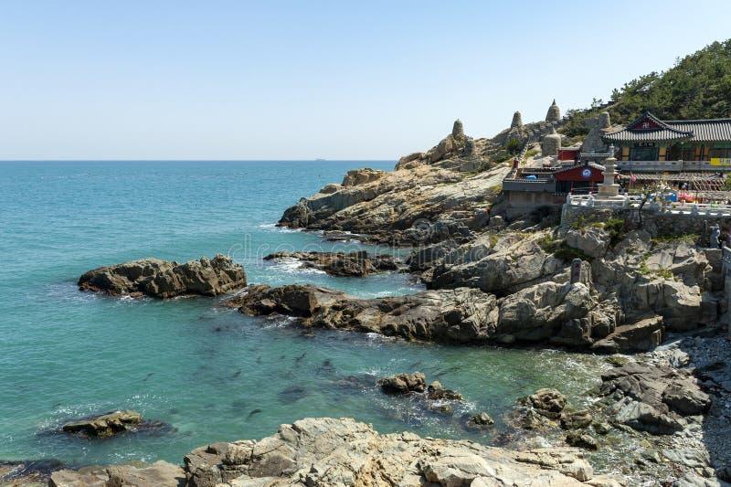 Haedong Yonggungsa,在海边的佛教寺庙釜山,其中一种旅游地标和吸引力在釜山,韩国 库存图片