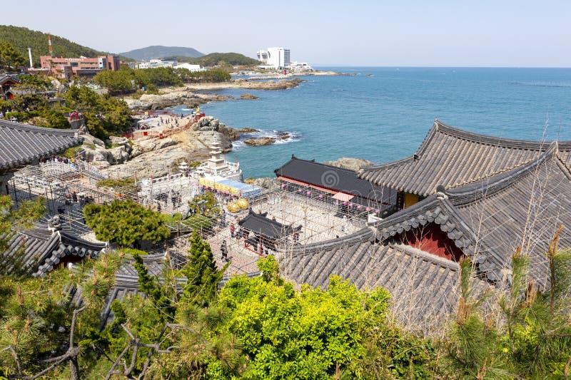 Haedong Yonggungsa, buddistisk tempel på sjösidan av Busan, en av turist- gränsmärken och dragningar i Busan, Sydkorea arkivfoto