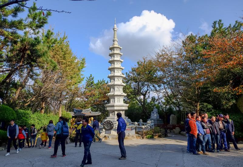 Haedong-yonggungsa Tempel in Busan stockfotos