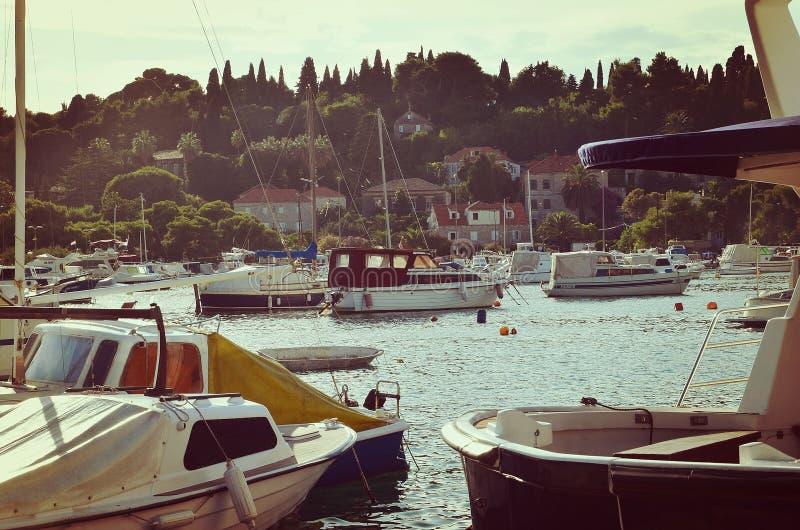 Hafen außerhalb Dubrovniks Kroatien stockbild