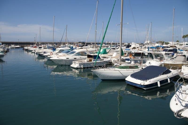 Hafen in Costa Adeje stockbilder