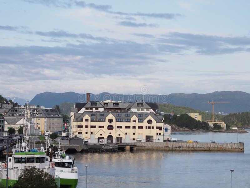 Hafen in der Alesund-Stadt Norwegen stockfoto