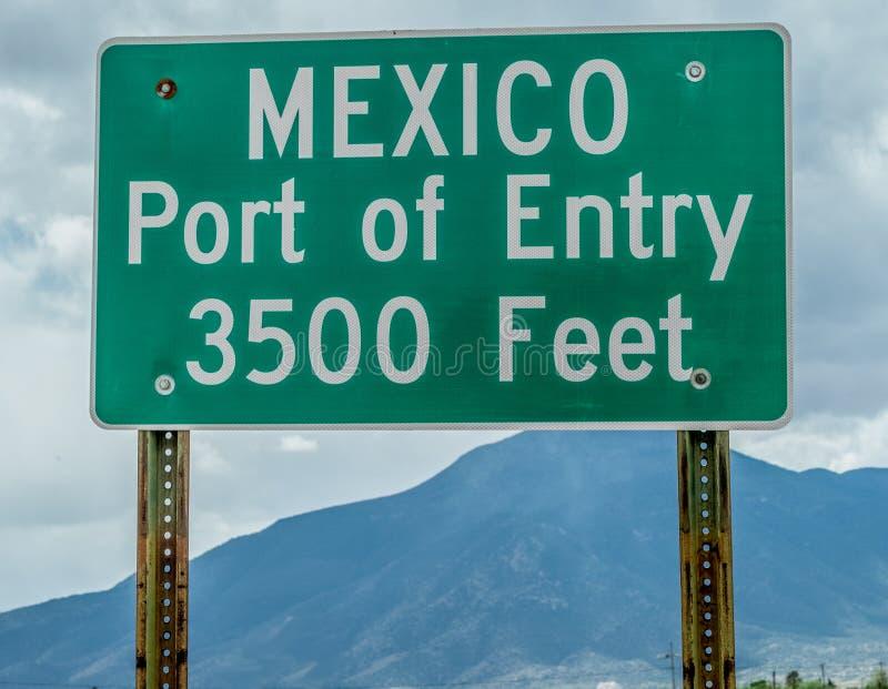 Hafen des Eintritts-Zeichens an Mexiko-Grenze lizenzfreies stockbild